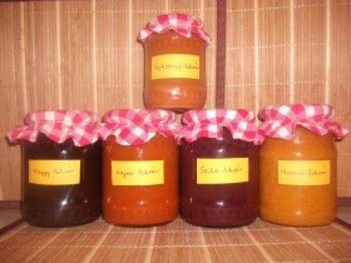 Kajszi, narancs, szilva, meggy és csipkebogyó lekvárok