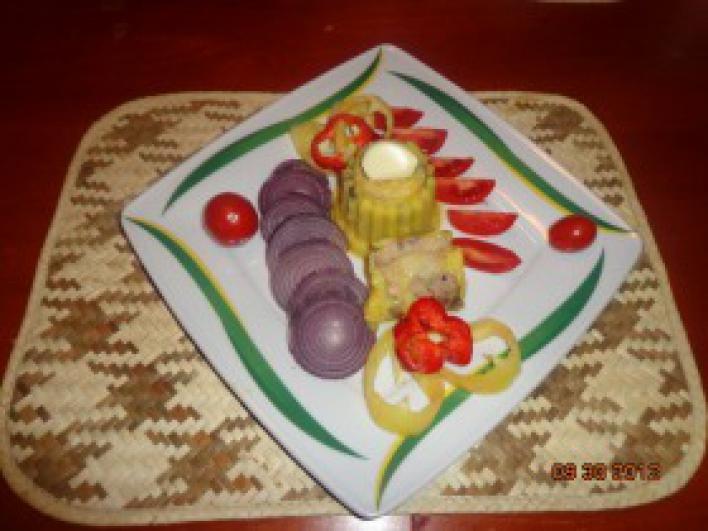 Zsírjában sült pecsenye kacsamáj hidegen friss zöldségekkel