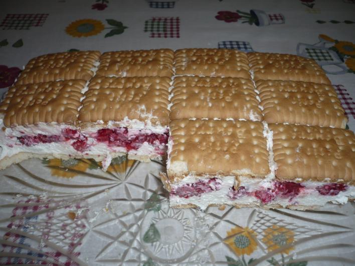 Tejfölös-málnás kekszes süti