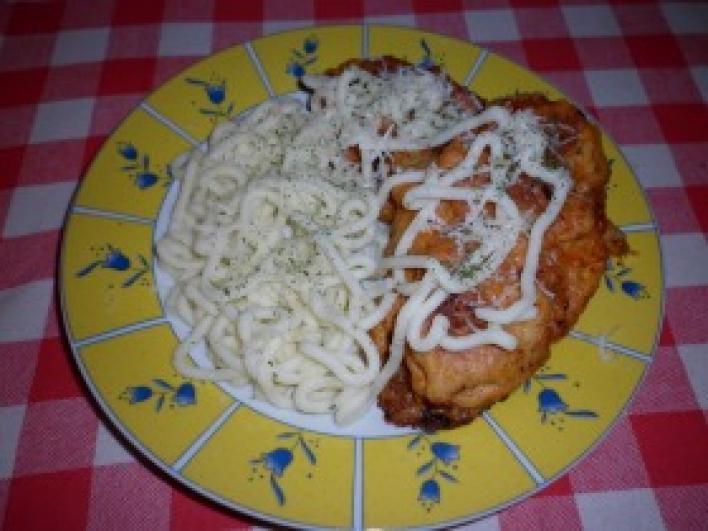 Krumplibundában sült sajtos csirkemell