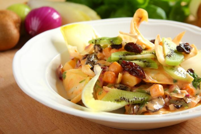 Cikória saláta kivivel