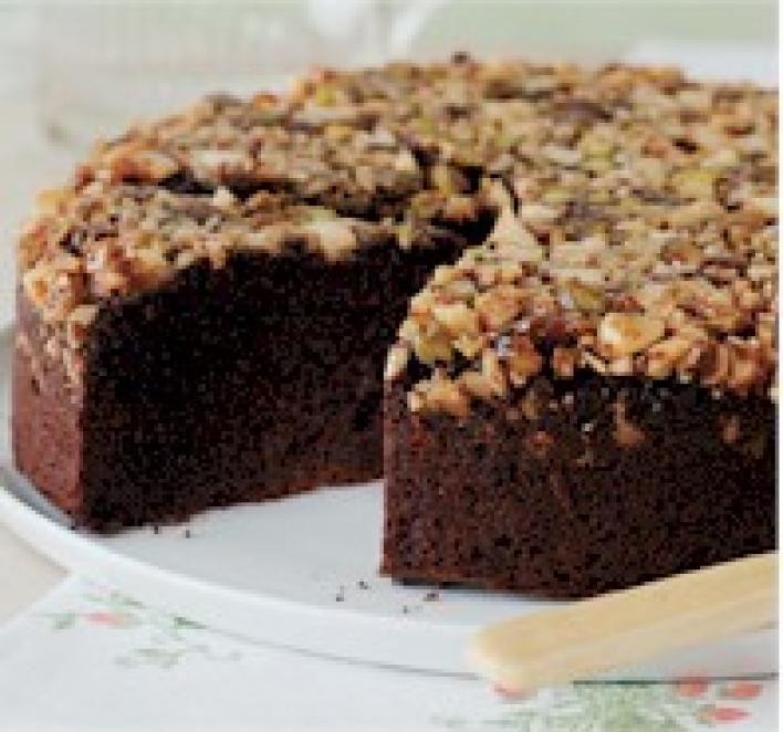 Csokoládés-karamellás-mogyorós torta