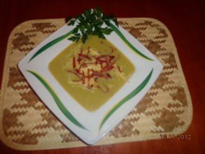 Krémleves vegyes zöldségből, sajttal és sonkával