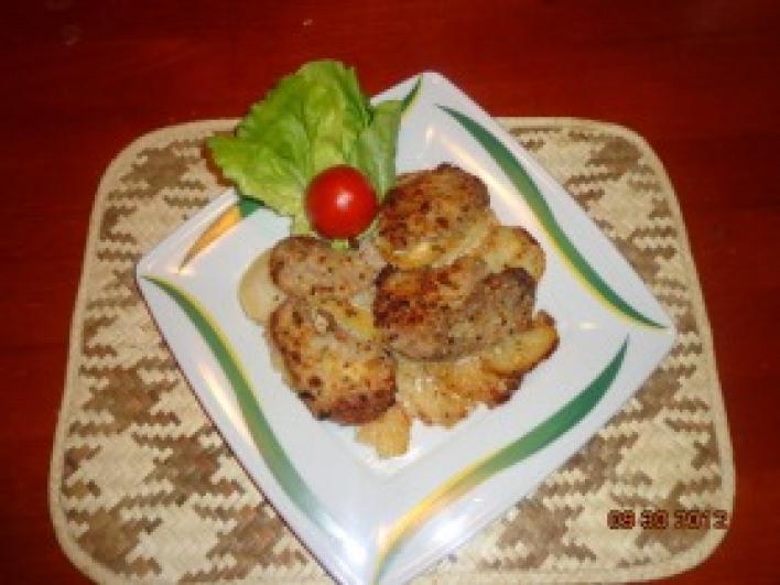 Fokhagymás sertés szűzérme, bazsalikomos burgonyával