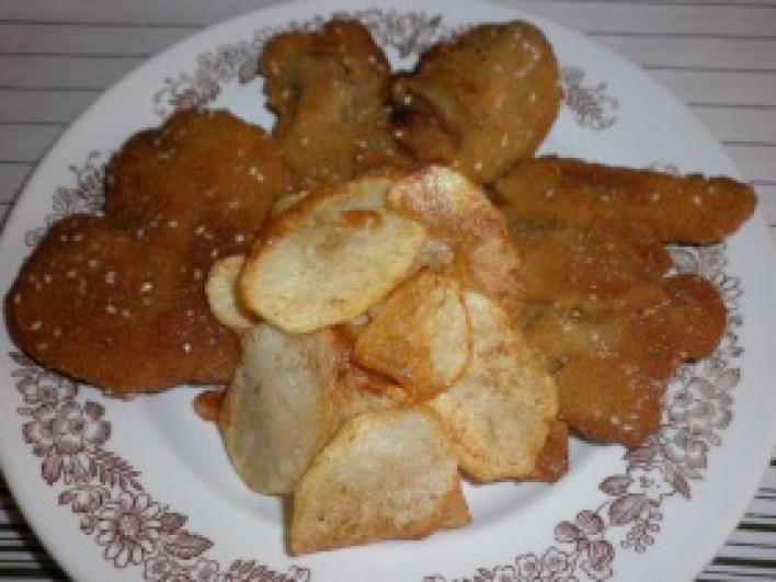 Rántott máj burgonya chips-szel