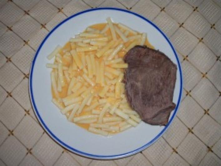 Vadas mártás marhahússal és tésztával