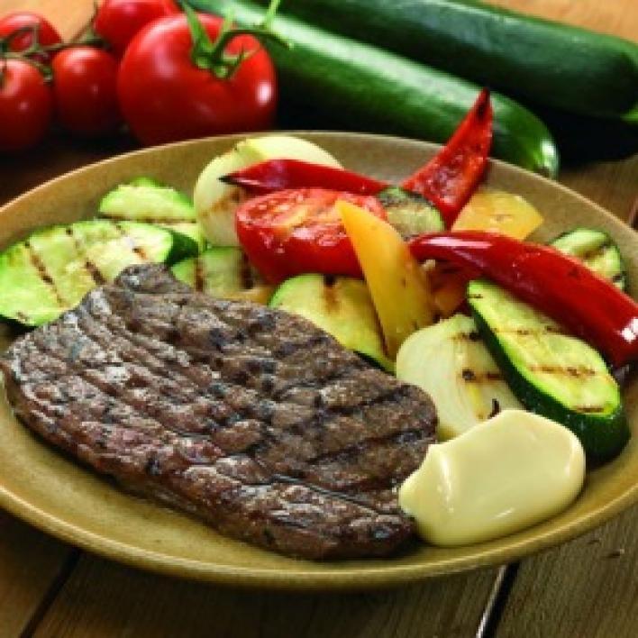 Pácolt hátszín grillen sütve, majonézes sült zöldségekkel