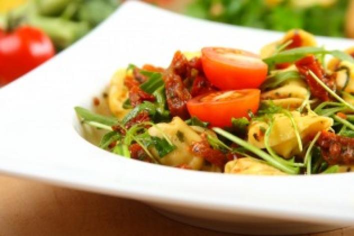 Saláta tortellinivel