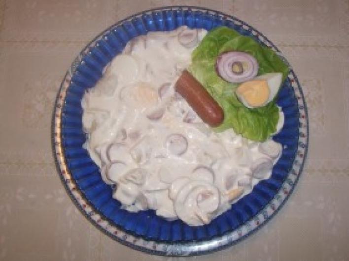 Virsli saláta