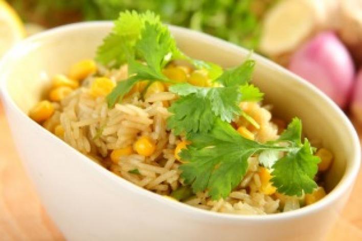 Ázsiai kukoricás-korianderes rizs