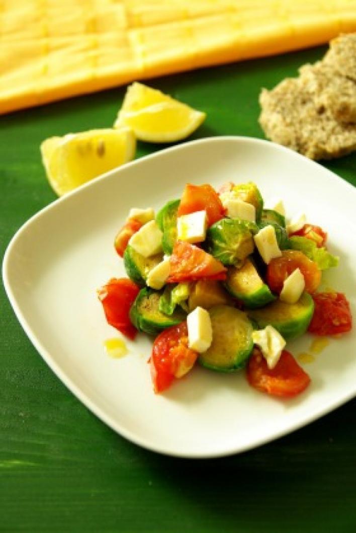 Meleg kelbimbó saláta szójasajttal