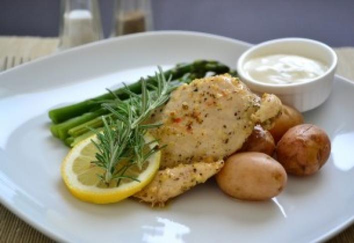 Zöldfűszeres serpenyős csirke