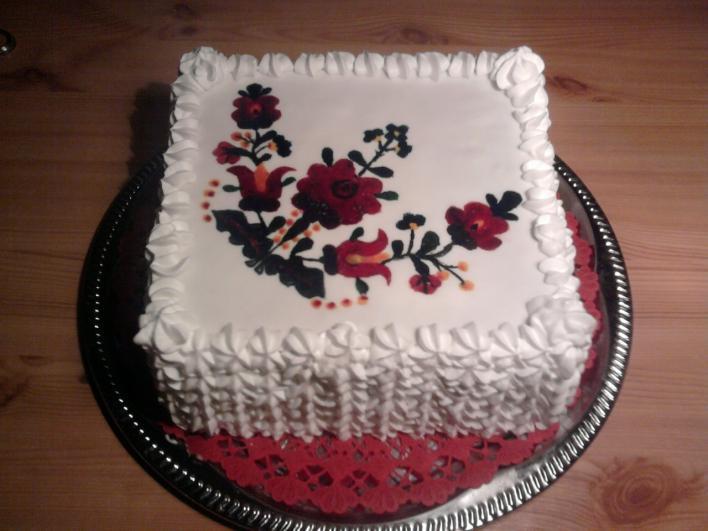 Erdei gyümölcskrémes matyó torta