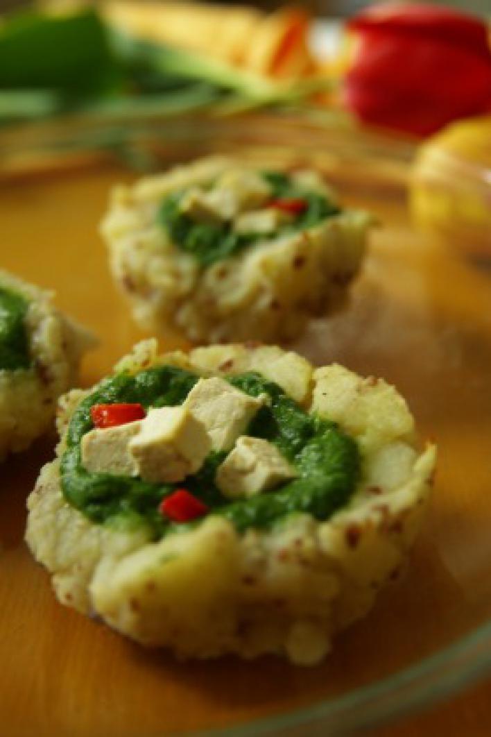 Spenótos-tofus krumplikosár