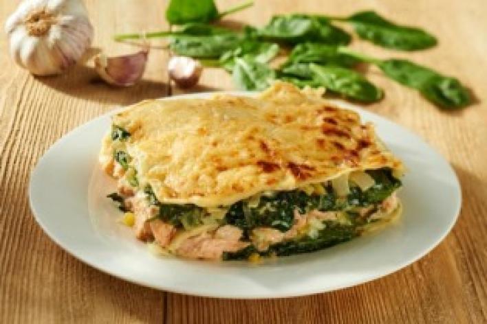 Lazacos, spenótos, póréhagymás lasagne