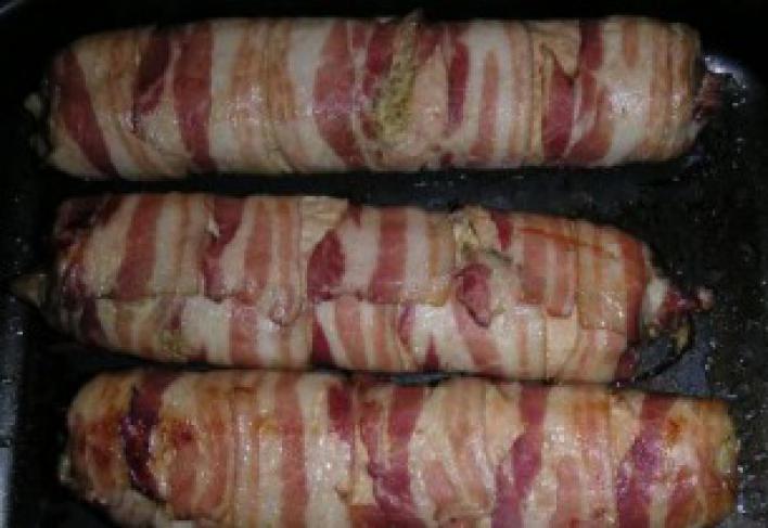 Baconbe tekert töltött pulykemell rúd