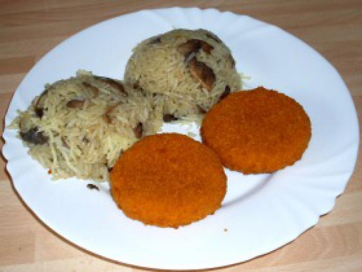 Rántott camembert sajtos-gombás jázmin rizzsel