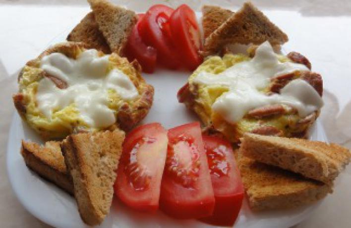 Mozzarellás, virslis rántotta pogácsák