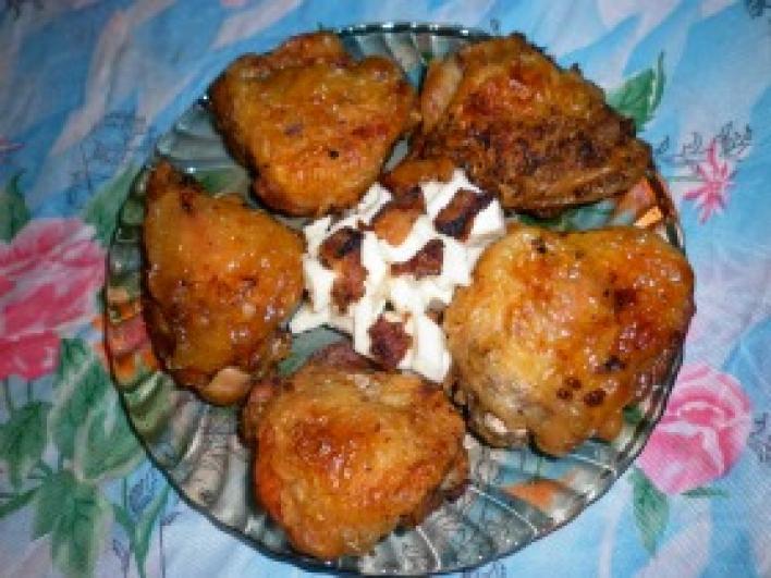 Csirkecomb szalonnán sütve majonézes sajtsalátával