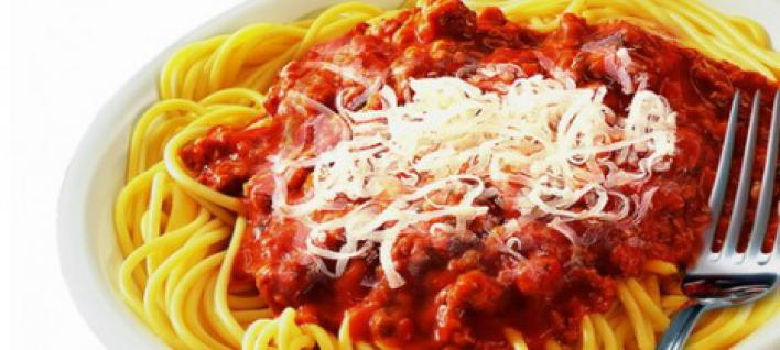 Bolognai spagetti sajttal