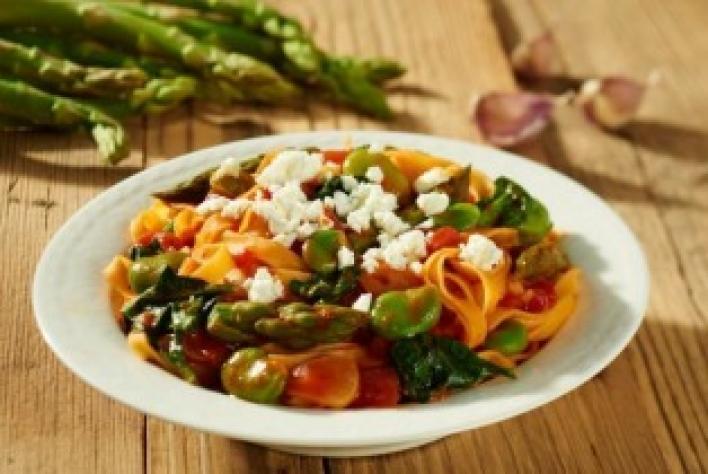 Fettuccine tavaszi zöldségekkel