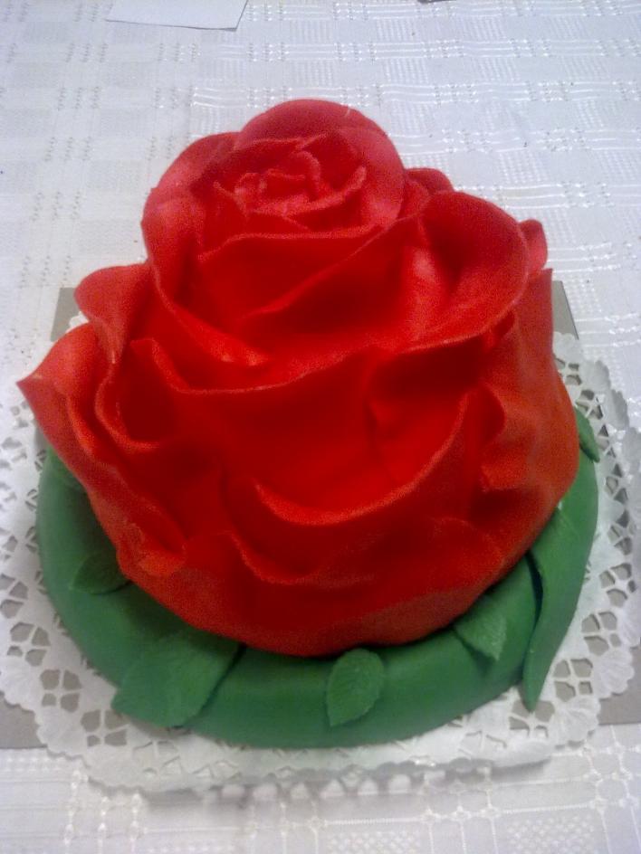 Rózsa torta fehércsokis mascarpone krémmel