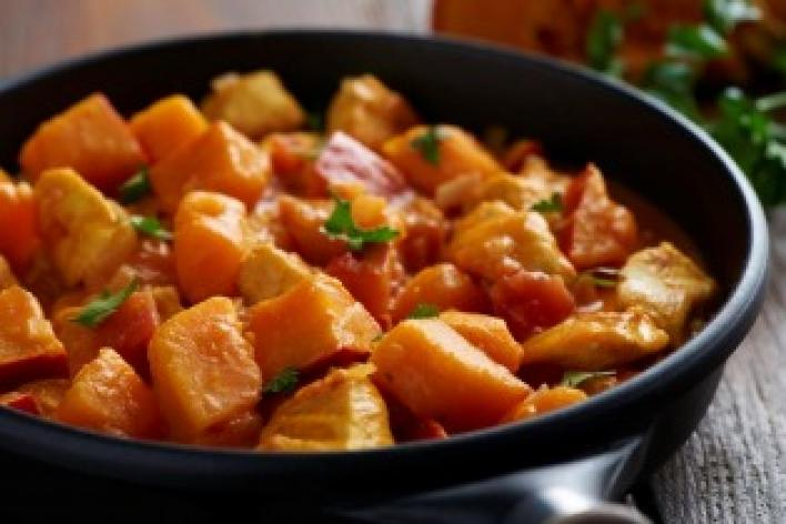 Sütőtökös csirke curry