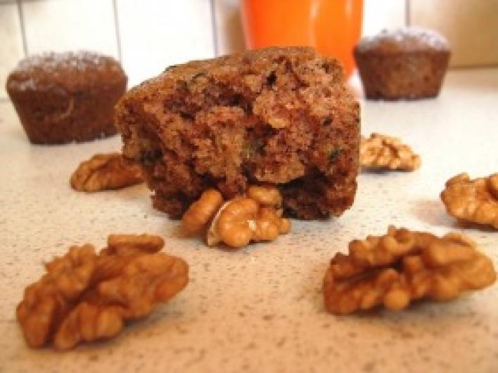 Cukkinis-diós muffin