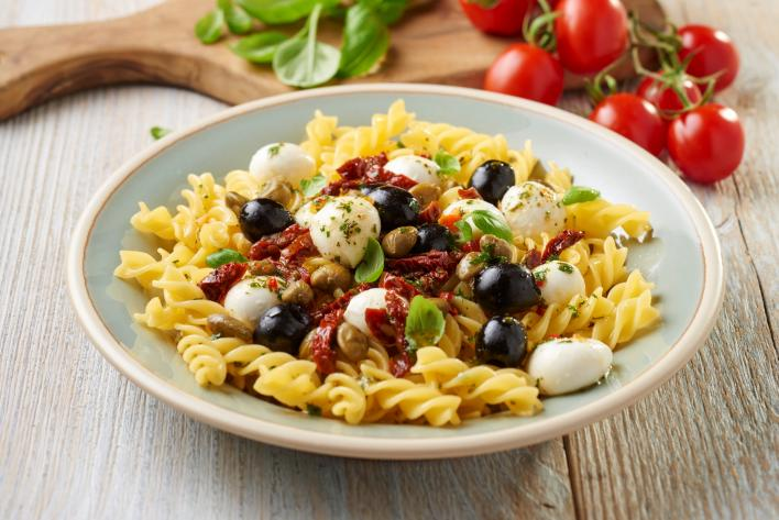 Olasz tésztasaláta mozzarellával