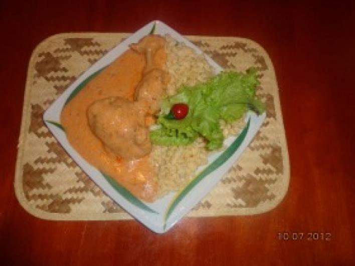 Vasi paprikás-tejfölös csirke combok