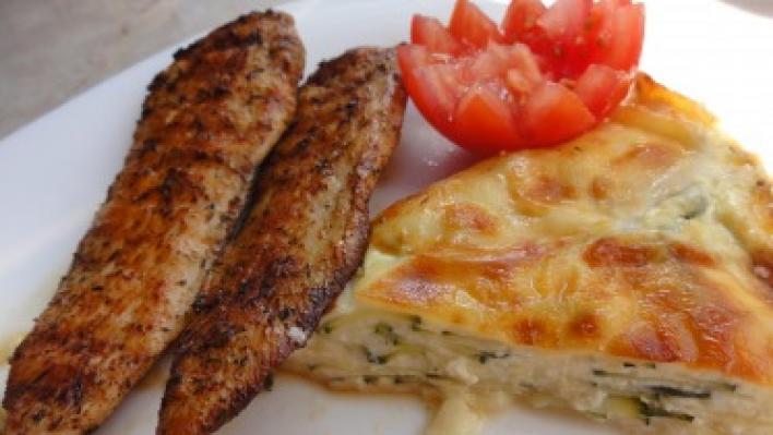 Grillezett csirkemell sajtos-tejszínes cukkinivel