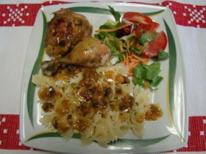 Gombaszószos csirkecomb, farfalle tésztával