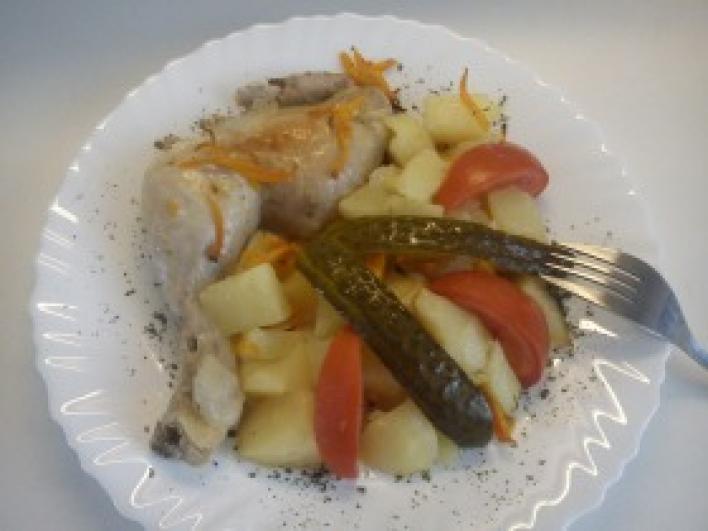 Sült csirke, vele sült zöldségekkel