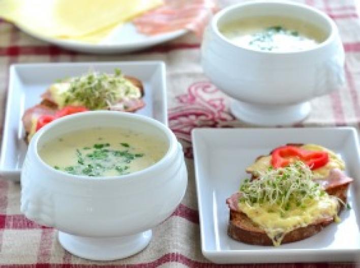 Sajtkrémleves sajtos-angolszalonnás melegszendviccsel