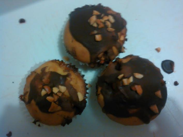 Mogyorós, karamellás, tejcsokoládés muffin