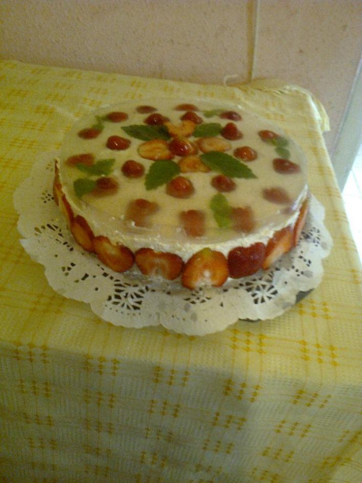 Túrós epres torta