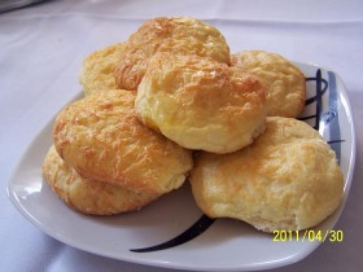 Kívül belül sajtos pogácsa