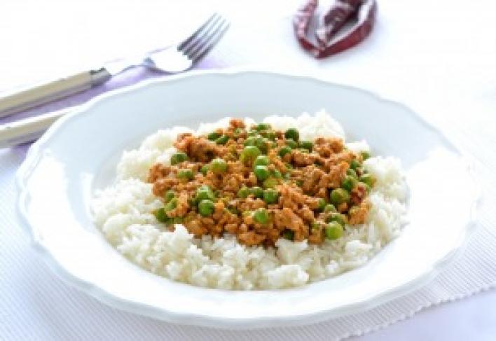 Ázsiai fűszeres ragu darált hússal és zöldborsóval