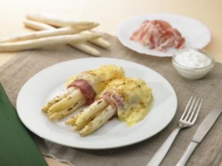 Baconbe tekert spárga joghurtos hollandi mártással