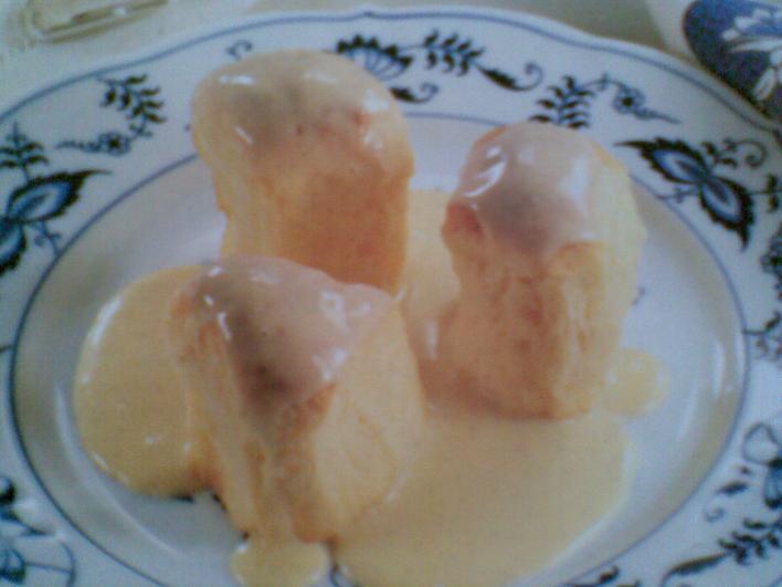 Aranygaluska vaníliaszósszal