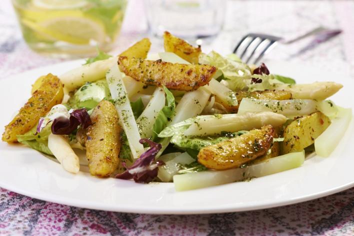 Saláta burgonyával és spárgával