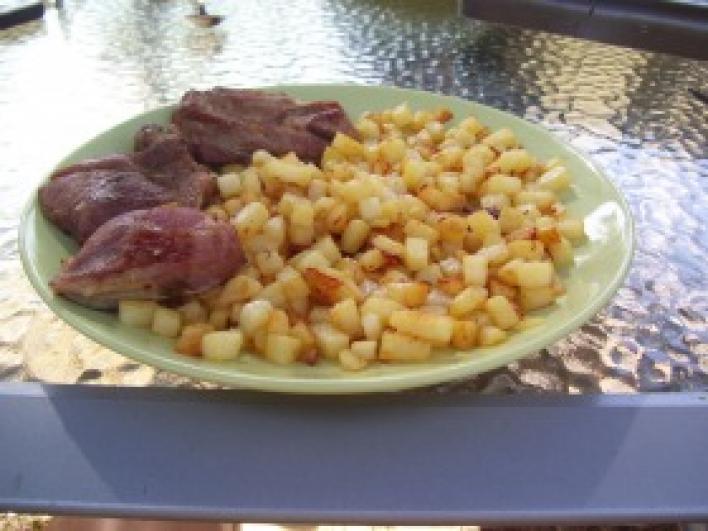 Lávaköves grillen sült pulyka combfilé kockára vágott burgonyával