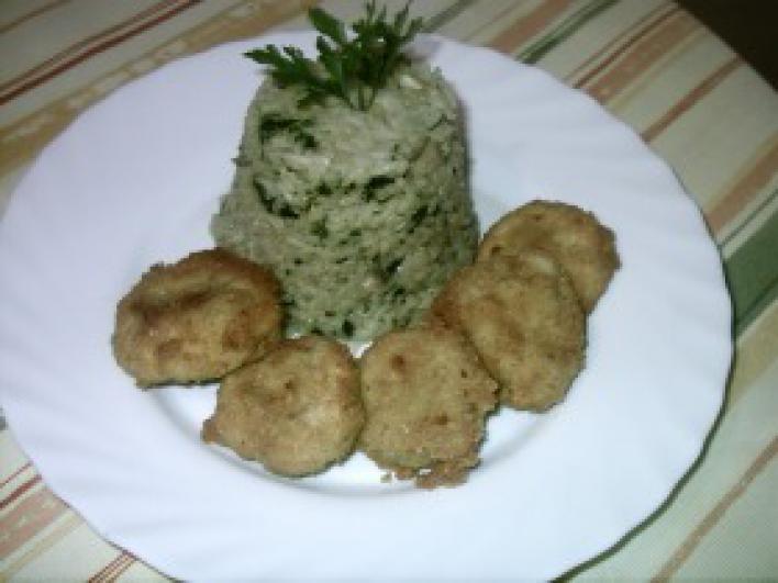 Rántott gombafejek, gombás, párolt rizzsel