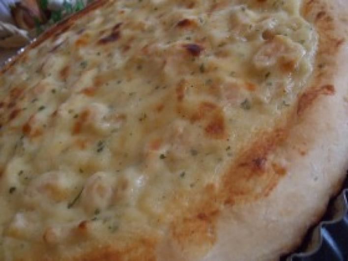 Csirkés pizza carbonara alappal