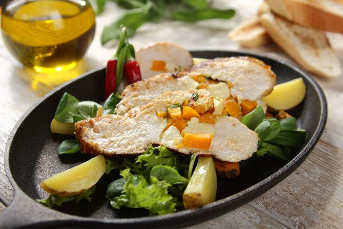 Grillezett csirkemell sütőtökkel, fetával és korianderrel