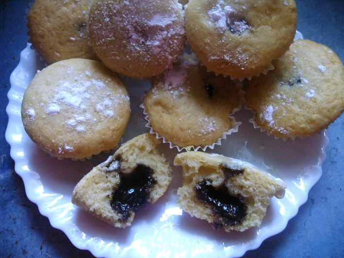 Konyakmeggyel töltött muffin