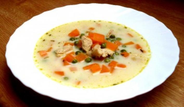 Tejszínes csirkeragu leves