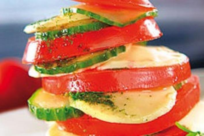 Mozzarella saláta uborkával és paradicsommal