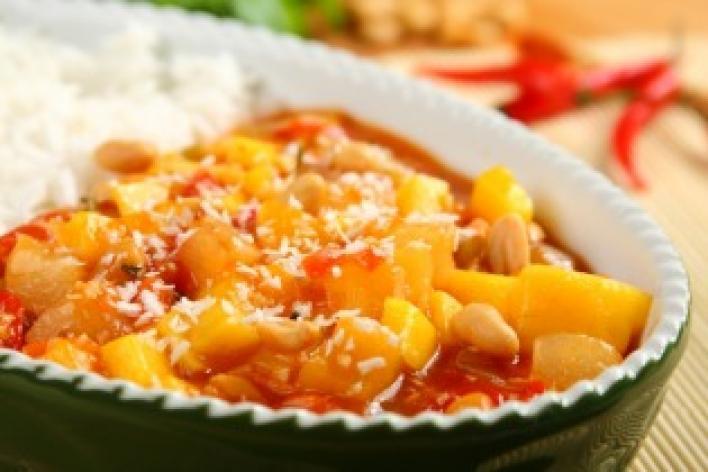 Édes-csípős rizs mangóval és kókusszal