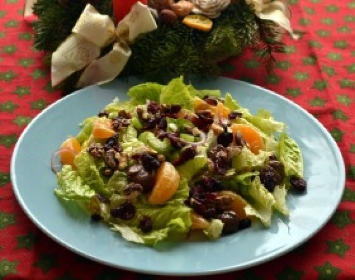 Szentesti saláta gesztenyével, áfonyával és mandarinnal